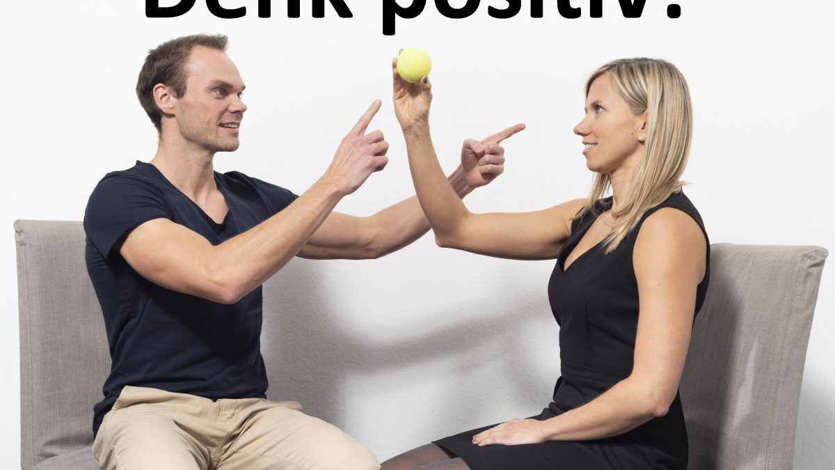 Trainer und Cochee sitzen sich gegenüber und reden