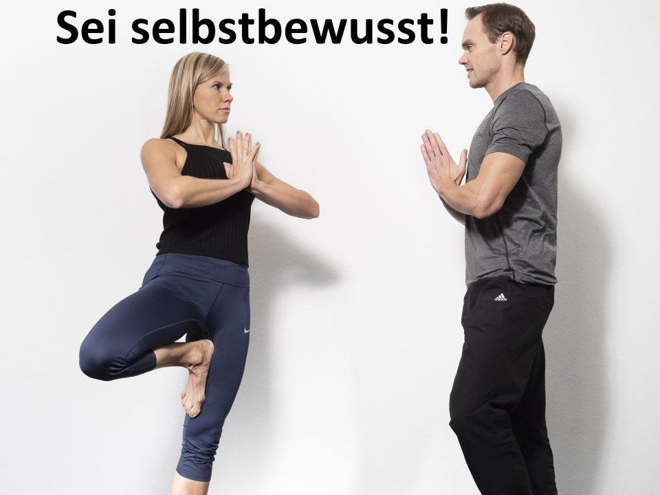 Trainer machen die Begrüßungs Yoga Pose