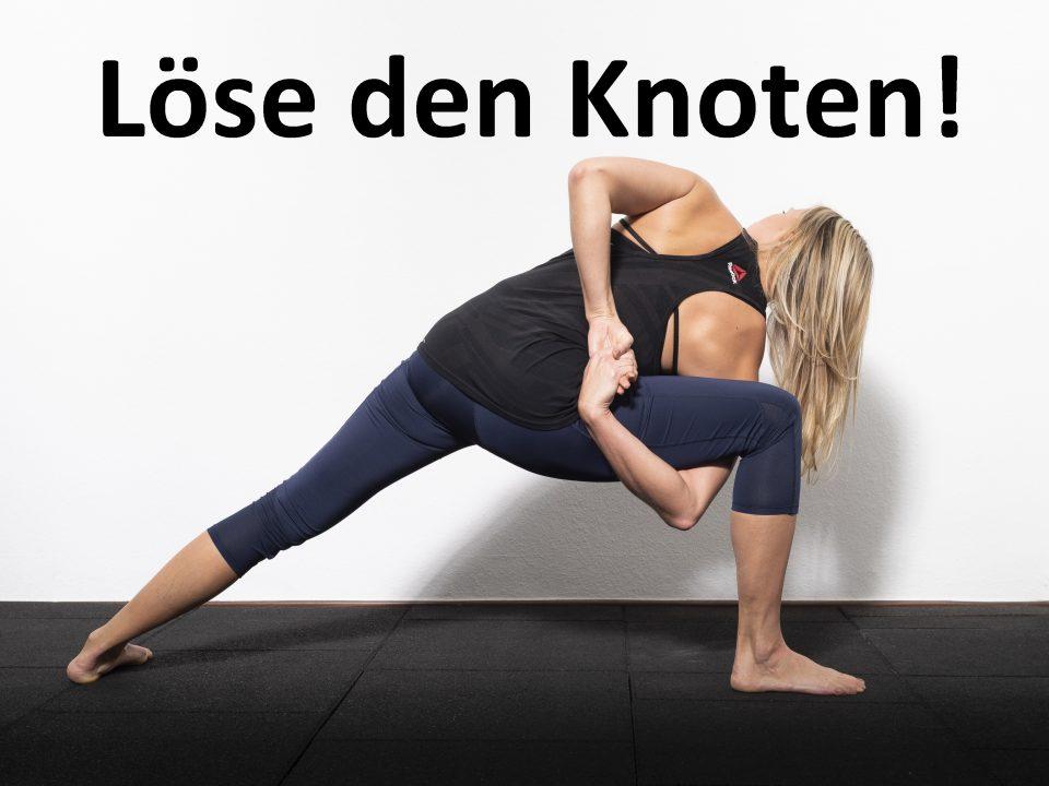 Personal Trainerin mach Yoga Asana